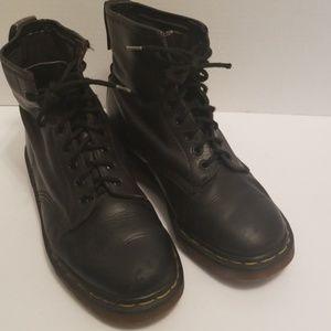 Dr. Martens Air Wair boots M6/W8